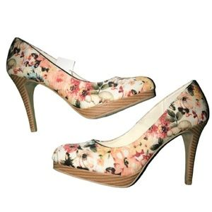 Christian Siriano Light Floral pumps in size 8.5